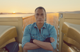 Volvo Trucks :: The Epic Split feat. Van Damme (Live Test 6)