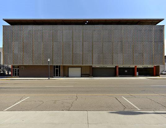 Parking-lot,-Texarkana,-Texas_Arkansas,-2013,-©-Nicolas-Grospierre_1