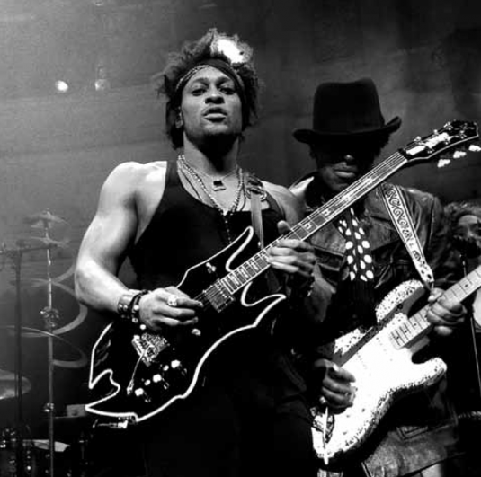 d'angelo_and_the_vanguard_black_messiah_4