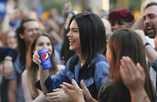 BANGKOK, THAILAND - FEBRUARY 04: Pepsi PR On-Set With Kendall Jenner on February 4, 2017 in Bangkok, Thailand. (Photo by Brent Lewin/Getty Images for Pepsi)